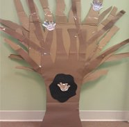 Chipper Craft_Helping Hands Tree